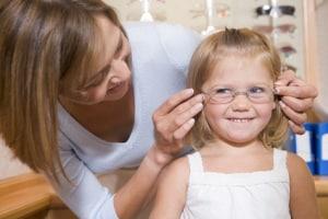 bambina-occhiali-mamma.180x120