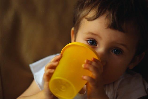bambino-bicchiere