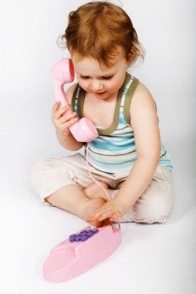 bambino-telefono-parlare