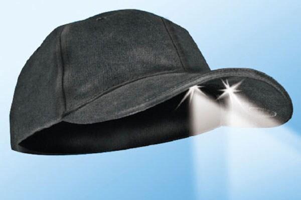 Cappellino-con-fari-incorporati