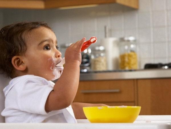 bambino-che-mangia
