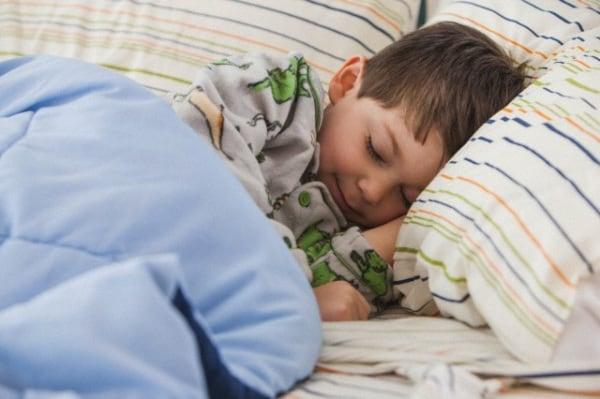 4 trucchi per aiutare il bambino a dormire bene - Pipi a letto a 4 anni ...