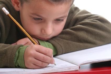 bambino-compiti