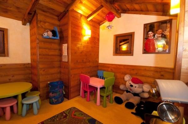 Hotel per bambini a torgnon 39 hotel zerbion 39 for Design hotel valle d aosta