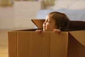 bambino-scatole-cartone.180x120