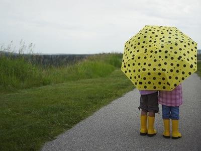 bambini-ombrello-pioggia.180x120