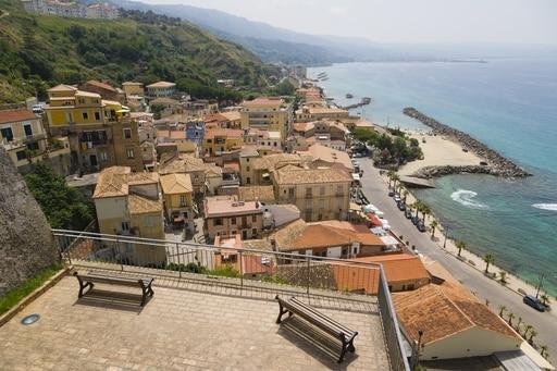 Calabria, credito sociale - Nostrofiglio.it