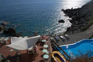 La-Francesca-Resort-Piscina-vela-e-terrazza-panoramica
