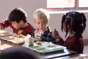 bambino_pranzo_asilo