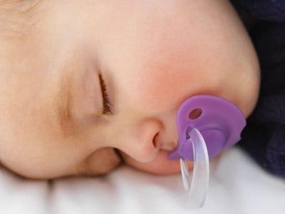 Ciuccio al neonato 715c78876205