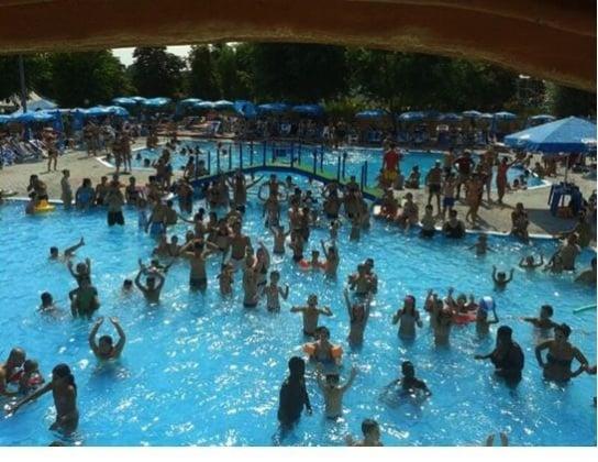family-park_piscina.jpg
