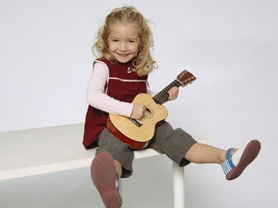 bambina_chitarra.180x120
