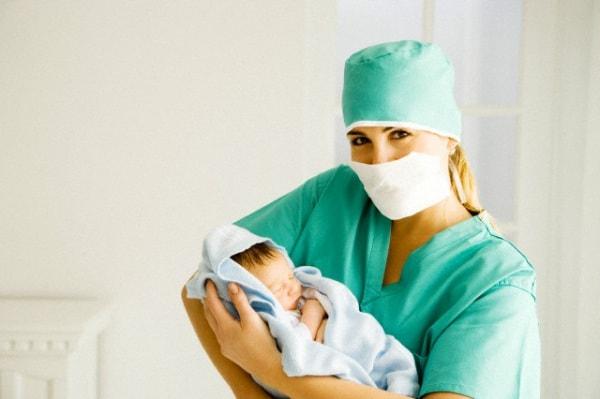 neonato-sala-operatoria