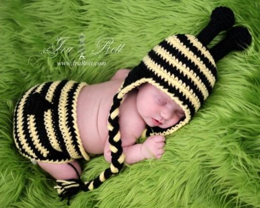 crochet_bumble_bee_hat_diaper_photography_1