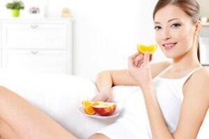 donna-incinta-frutta