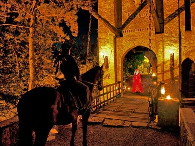 Castello_di_Gropparello_-_Visione_Medievale_al_ponte_levatorio_-_JBLeroux
