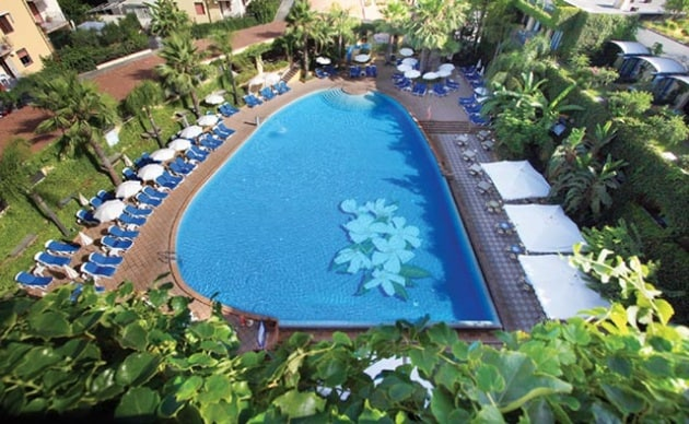 I 120 migliori alberghi in italia per famiglie con bambini - Hotel caesar palace giardini naxos ...