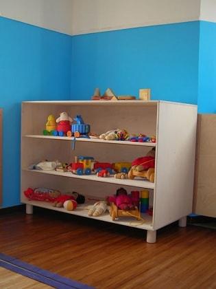 25 mobili in stile montessori ma non solo per una casa a for Mobili montessori