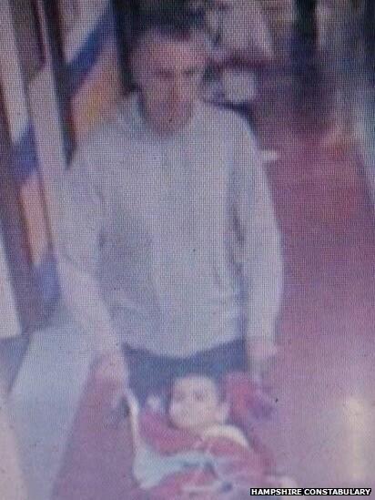 Le telecamere che riprendono la fuga del papà di Ashya  dall'Ospedale di Southampton