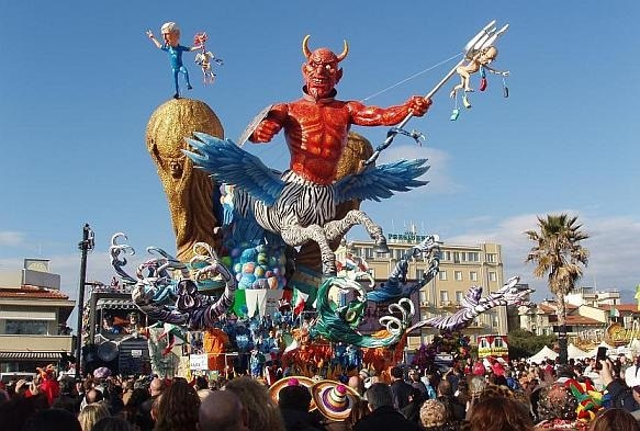 Carnevale 2015 le sfilate pi belle in italia foto for Idee per carri di carnevale semplici