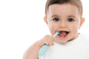 f0028157-baby_boy_with_toothbrush-spl.600