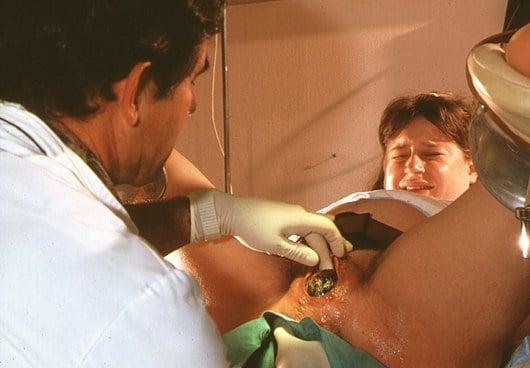 m8100168-woman_giving_birth_in_hospital-spl