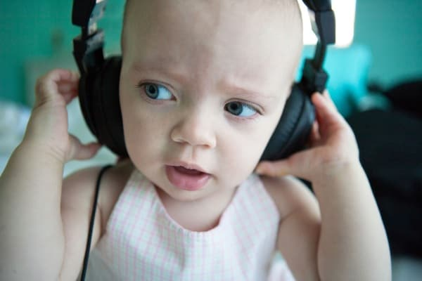 Gioco Montessori per bimbi dai 2 anni e mezzo per affinare l'udito