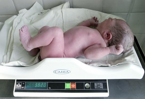 m8150360-newborn_baby_being_weighed-spl