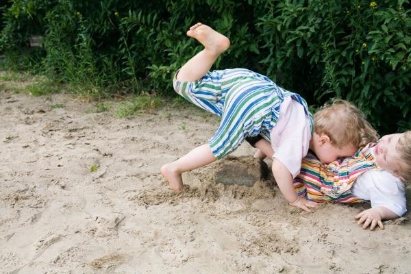 bambino che cade