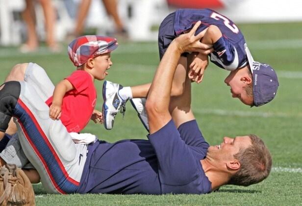 tom-brady-gioca-con-i-figli