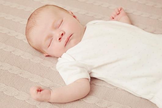 f0093042-baby_sleeping-spl