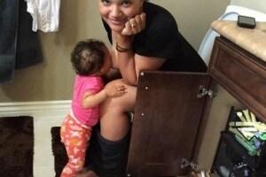 1100_story_breastfeeding_on_toilet.600