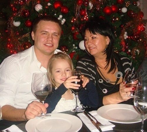kristina-with-her-dad-and-grandmother.1500x1000