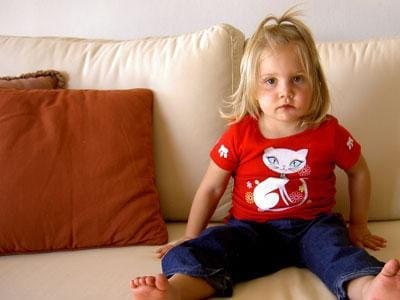 bambina-divano.600