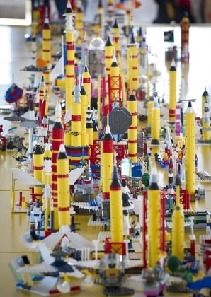 7.640px-lego_building_at_ksc
