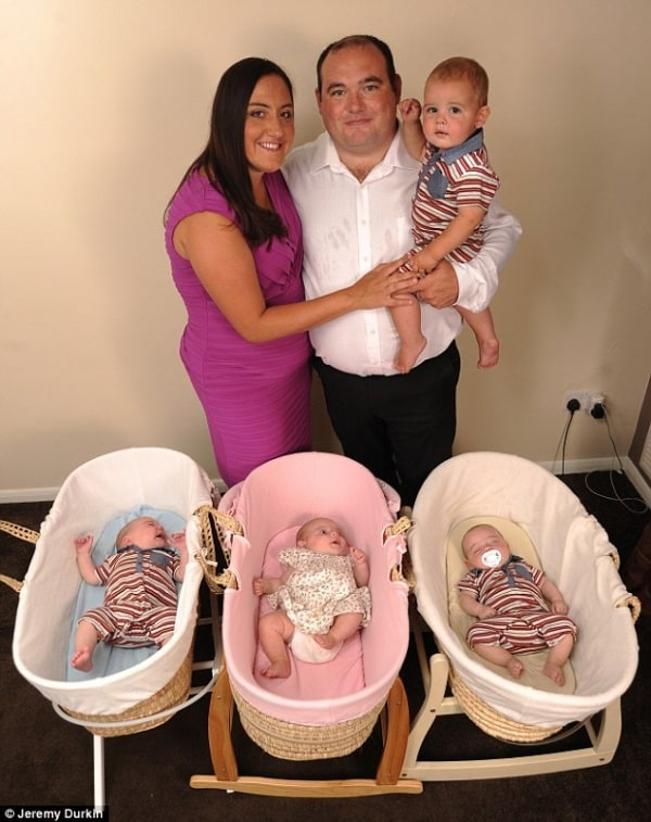 mamma di quattro figli, di cui 3 gemelli