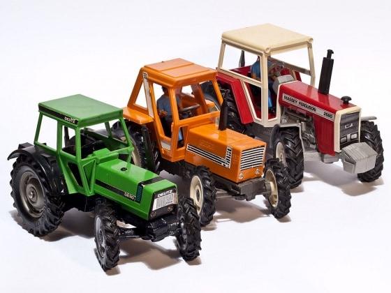 9.1024px-britains_tractors