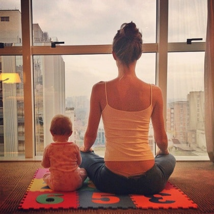 gisele-bndchen-did-some-morning-yoga-her-baby-daughter-vivian