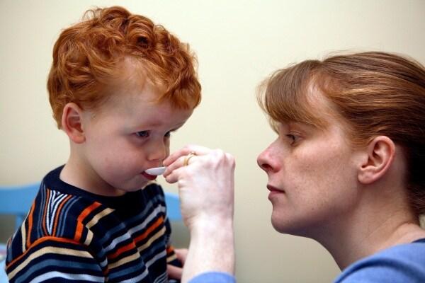 Come si cura la tosse, tutto quello che le mamme DOVREBBERO sapere