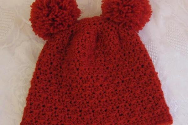 cappellino rosso uncinetto