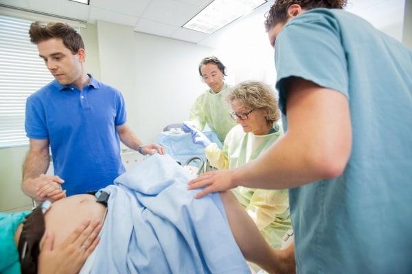 Sala Parto In Inglese : Curiosità in sala parto la nascita contemporanea di due gemelli o