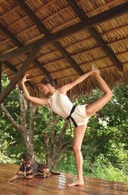 gisele-yoga-pose