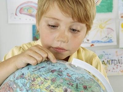 bambino_geografia_mappamondo.600