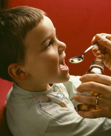 Troppi farmaci ai bambini: l'Aifa lancia l'allarme