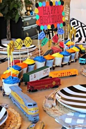 Decorazioni per torte di compleanno 20 idee da copiare for Decorazioni torte trenino thomas