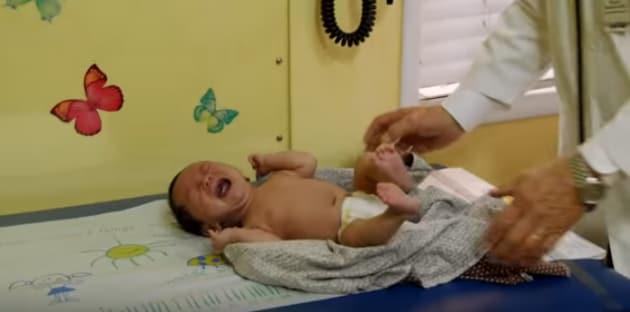 pediatrapresacalmarepiantoneonato1