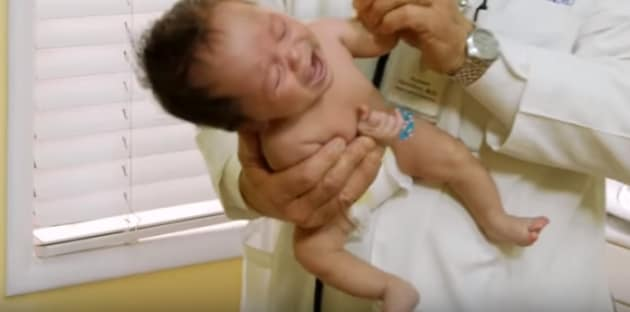 pediatrapresacalmarepiantoneonato3