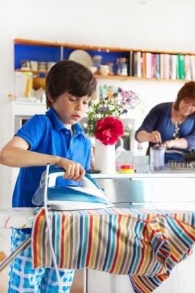 Bambini i lavori domestici che possono fare in base all - Ricette che possono cucinare i bambini ...