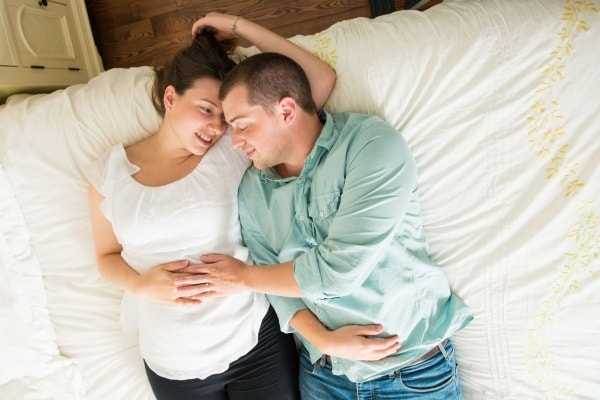 Le posizioni dell'amore in gravidanza, i consigli del sessuologo Marco Rossi
