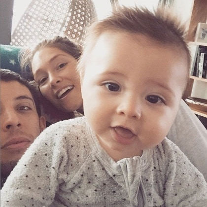 main_erin_mcnaught_shares_selfie_with_son_evander_and_husband_elliot_example_gleave_1ao1lqj-1ao1m1v